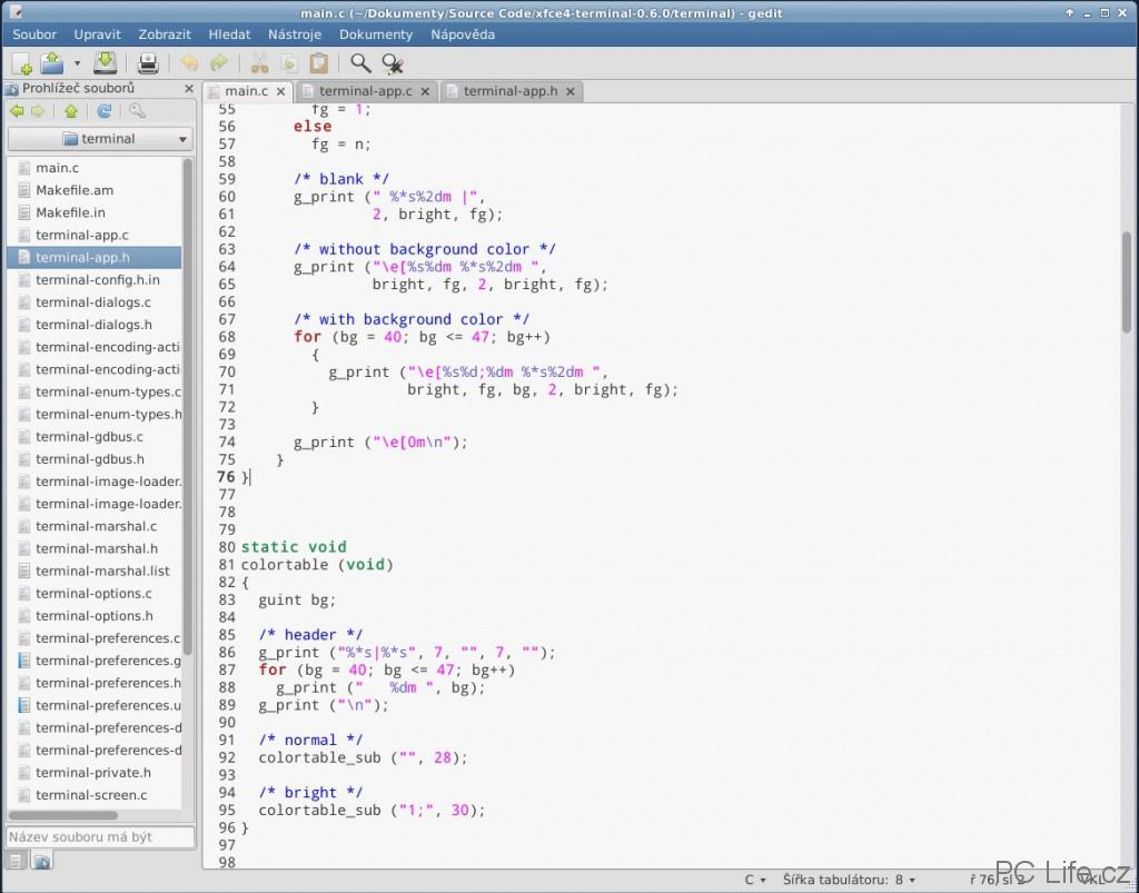 Zvýraznění syntaxe není pro gedit problém, například pro jazyk C